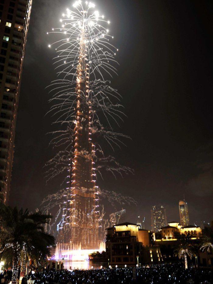 Burj Khalifa new year fireworks 2013