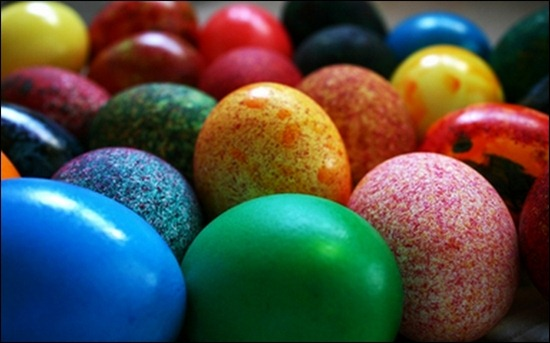 closeup-eggs-colorful