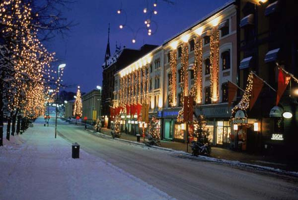 Christmas in World's Most Beautiful Cities - 15