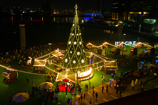 Christmas in World's Most Beautiful Cities - 25